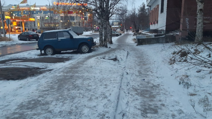«Жалобы в воздух не работают»: как журналист 29.RU добивалась от властей песка на скользкий тротуар