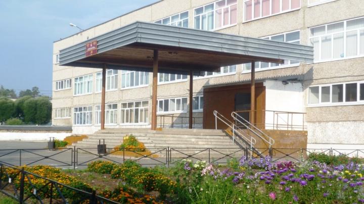 «Дала пощечину, а он схватил за волосы»: в пермской школе между родительницей и охранником произошла драка