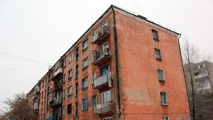 Омской области перекрыли доступ к 88 миллионам рублей для расселения людей из аварийного жилья