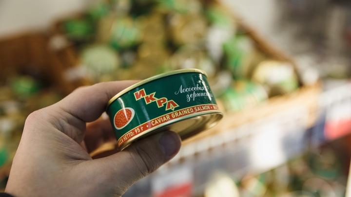 Кузбассовец хотел купить 25 килограммов красной икры на Новый год, но стал жертвой мошенника