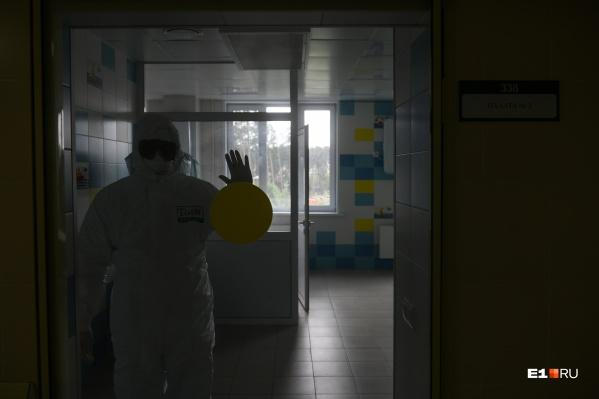 На закрытом совещании главврачи рассказали министру о том, что в больницах области заканчиваются свободные койки для пациентов с COVID-19