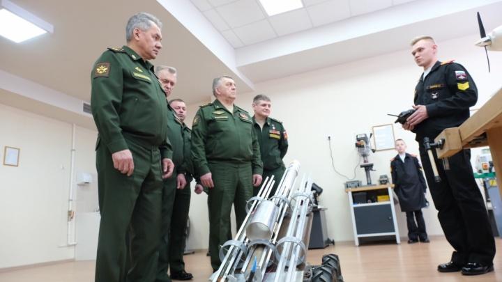 Съездил в училища и на заводы: Пермь посетил глава Минобороны Сергей Шойгу