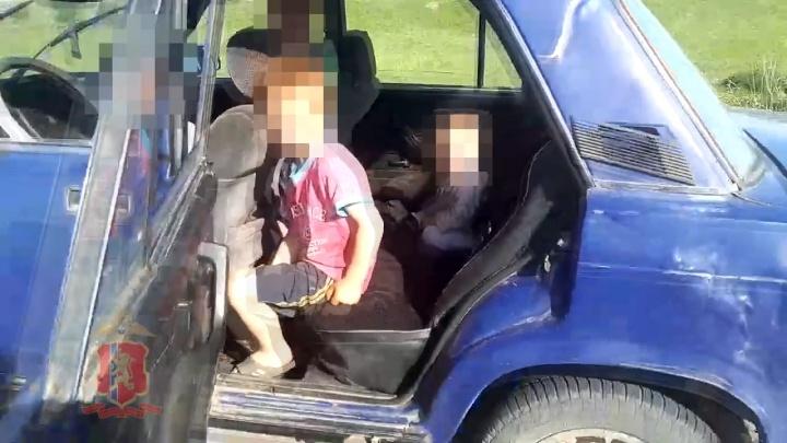 Пьяная мать четверых детей везла их в салоне авто и попалась инспекторам