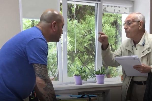 Словесный конфликт закончился нападением на пенсионера