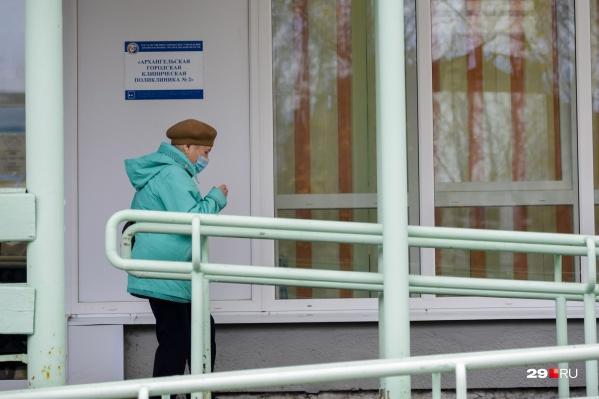 Пациентов старше 65 лет отправляют делать тест на коронавирус, если у них есть признаки ОРВИ