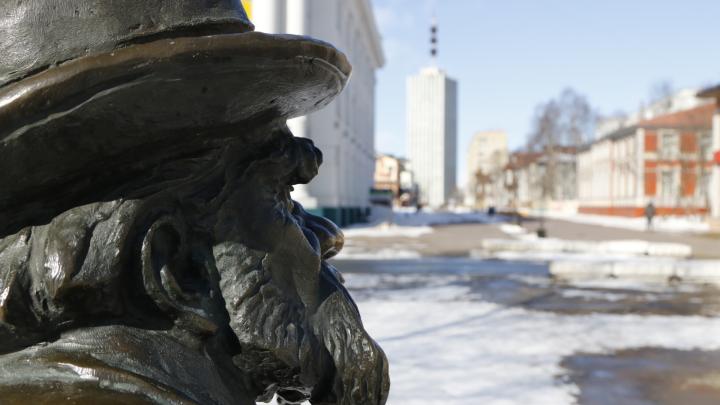 Писахов скучает без рукопожатий: фоторепортаж с улиц Архангельска в первый день общей самоизоляции