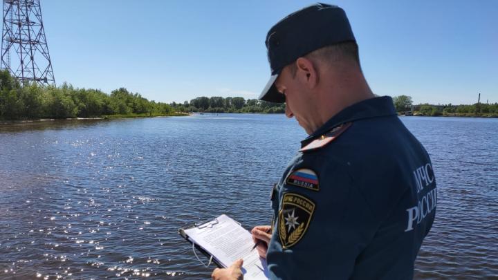 В Архангельске ликвидировали нефтяные пятна на реке Маймаксе
