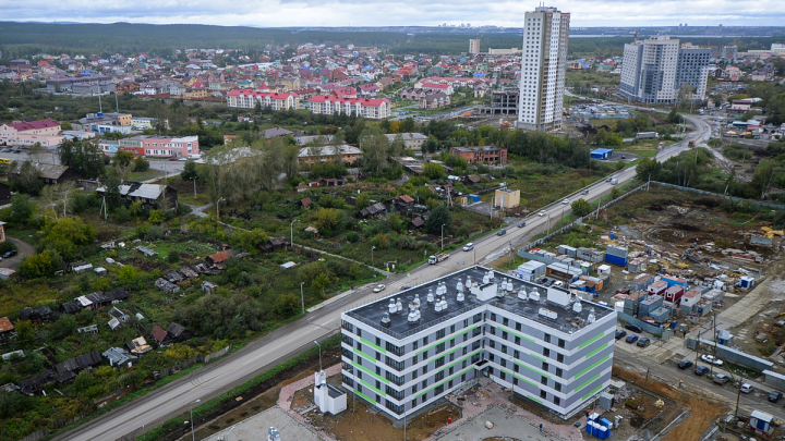 Мэр пообещал расширить единственный въезд на Широкую Речку, но через два года