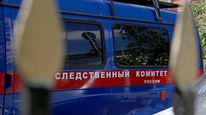В Кузбассе двое мужчин скинули знакомого с 8-го этажа. Им предъявлено обвинение
