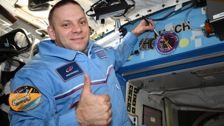 Космонавт из Архангельской области Иван Вагнер с борта МКС призвал россиян сидеть дома. Видео