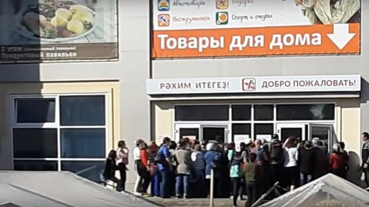 Коронавирус? Не слышали: в Башкирии горожане устроили массовую давку из-за кастрюль по акции
