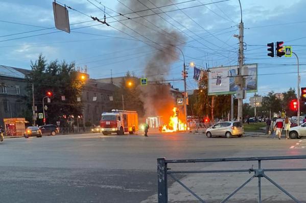 Пожарно-спасательные подразделения ликвидируют пожар