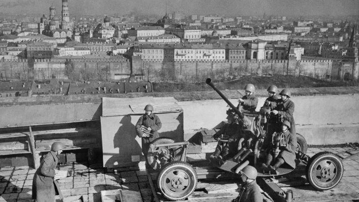 В Екатеринбурге ищут женщин, которые по приказу Сталина защищали небо над Москвой