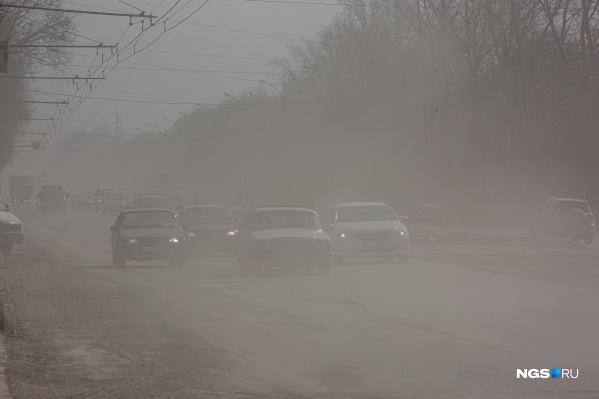 Пожары, автомобилисты, плохая работа дорожников или некачественная смесь для обработки дорог? Выясняем, откуда берётся пыль в Новосибирске