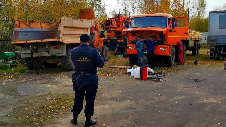 Заслонил фурами: предприниматель из Ярославской области решил побороться с приставами за имущество