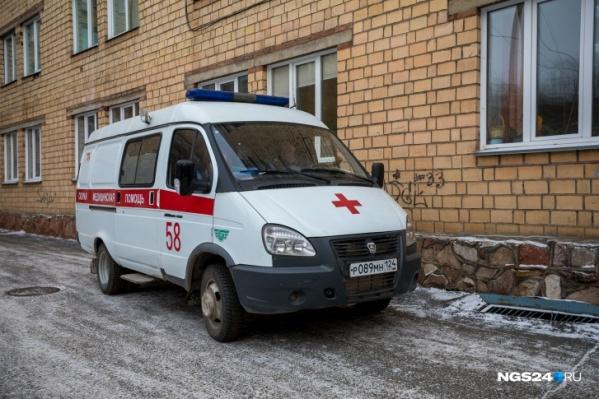 Скорая приехала на вызов на улицу Карбышева