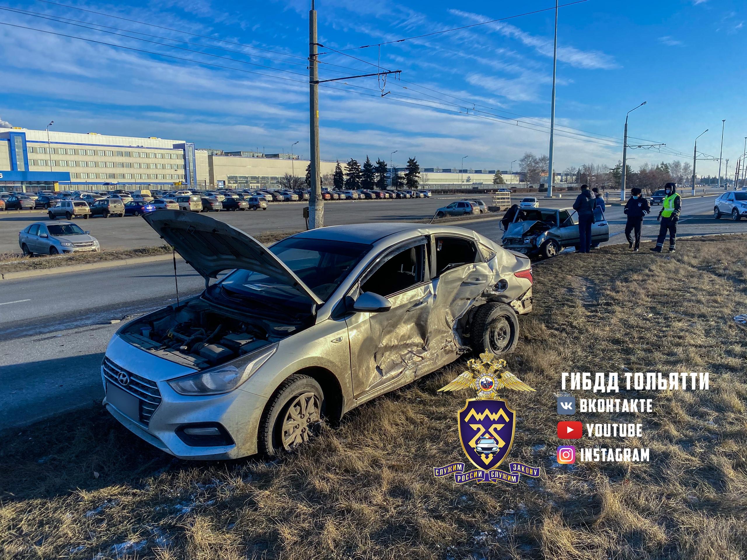 Полицейские устанавливают детали аварии