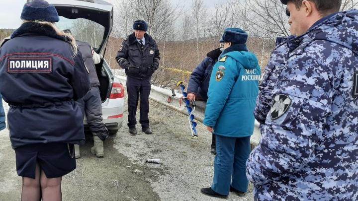 «Остановитесь, задумайтесь»: сотрудники Росгвардии и МЧС на Урале не будут пускать рисковых рыбаков на лед