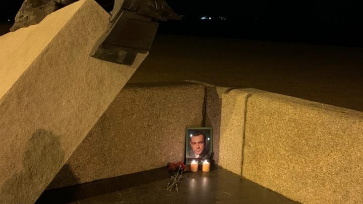 Фотофакт: в Архангельске появился самодельный мемориал в память об актере Шоне Коннери