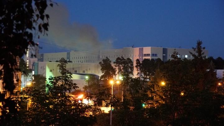 «Было два хлопка»: в Екатеринбурге на территории ОКБ № 1 произошел пожар