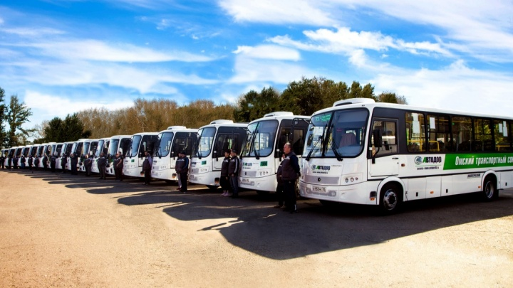 На шесть омских маршрутов купили новые автобусы на метане