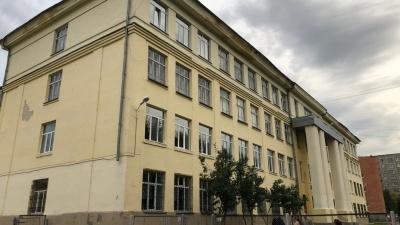 «Главное оружие — острый карандаш»: в Екатеринбурге третьеклассник терроризирует школу
