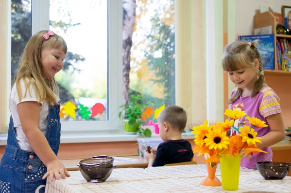 Кроме детсада в Рябиновке до конца года планируется построить детсад в посёлке Иртышский. Но он будет в два раза меньше