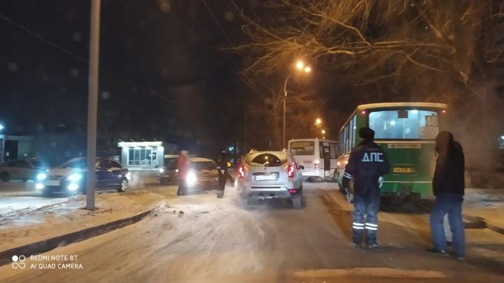 В Пионерском образовались пробки из-за аварии с двумя автобусами