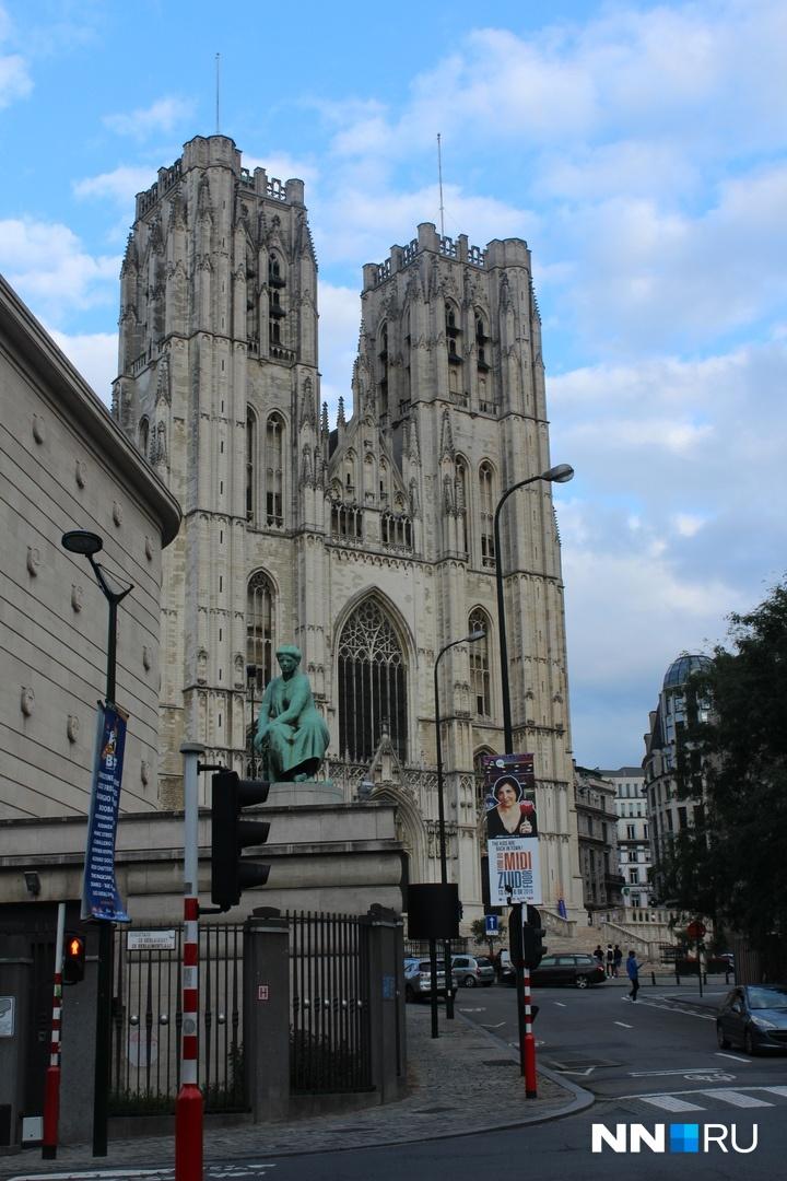 Брюссель — это настоящий коктейль, яркий, сочный и насыщенный, где старые кафедральные соборы перемешиваются с офисами евробюрократов