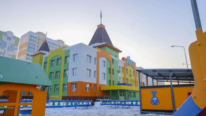 В центре Кемерово наконец-то открыли новый детсад с бассейном. Показываем фото
