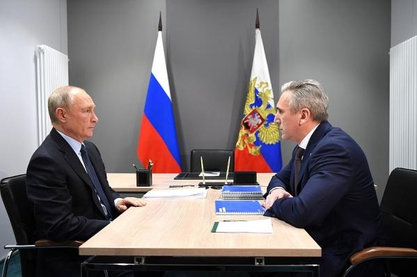После разговора с Путиным Моор остался в Тобольске, чтобы провести рабочие встречи с другими чиновниками. Им вместе теперь нужно выполнить поручения президента