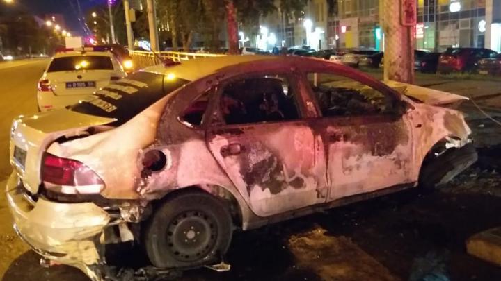 Стало известно, кто был за рулем сгоревшего в воскресенье «Яндекс.Такси». И это не таксист