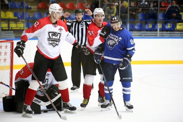 Курганские хоккеисты провели вторую домашнюю игру этого сезона