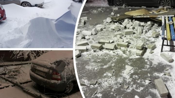 Что натворил шквалистый ветер в Тюмени, пока вы спали. Подборка снимков сугробов и упавшего балкона