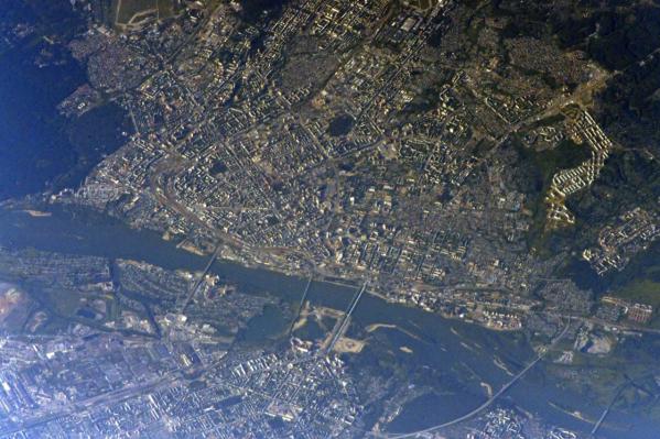 Новосибирск из космоса выглядит впечатляюще