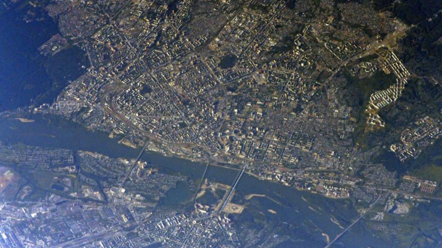 Космонавт сфотографировал Новосибирск с Международной космической станции. Публикуем снимок