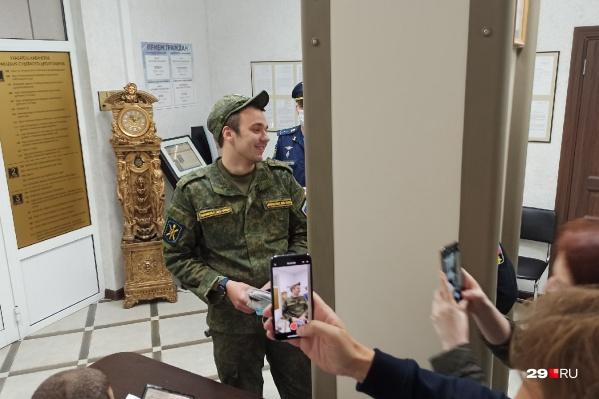 Руслан Шаведдинов во время прохода в здание суда<br>