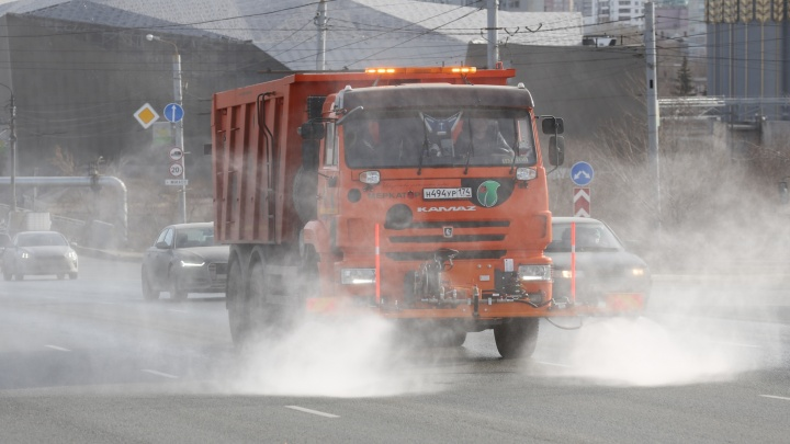 С введением режима самоизоляции улицы Челябинска начали обрабатывать перекисью