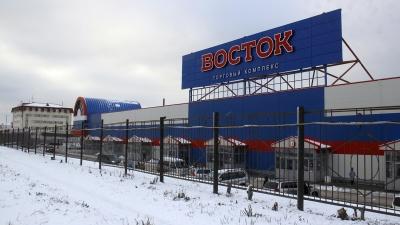 Берут по 100 рублей: на парковку бывшей барахолки сделали платный въезд