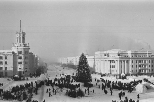 Рассматриваем старые фотографии новогоднего города из фотоальбомов кемеровчан.1960-е годы, Кемерово