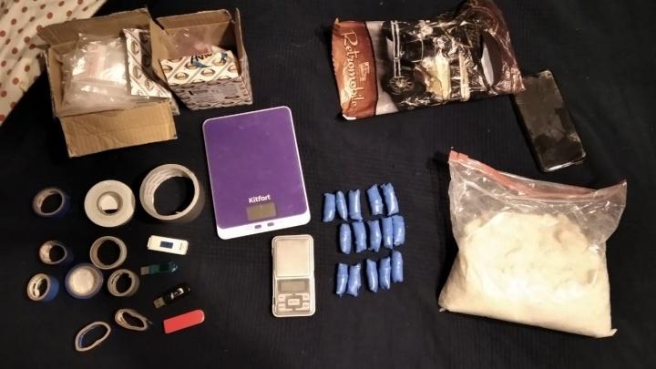 Готовил для «закладок»: в Екатеринбурге задержали наркодилера с килограммом «синтетики»