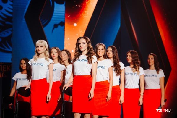 Это финалистки прошлого года. Попробуйте вычислить среди них победительницу, которая забрала главный приз в 2 миллиона рублей. Подсказка: ищите самую улыбчивую
