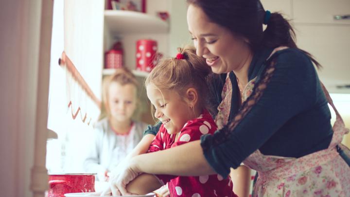 В моде индиго и маренго: как преобразить домашнюю кухню до неузнаваемости