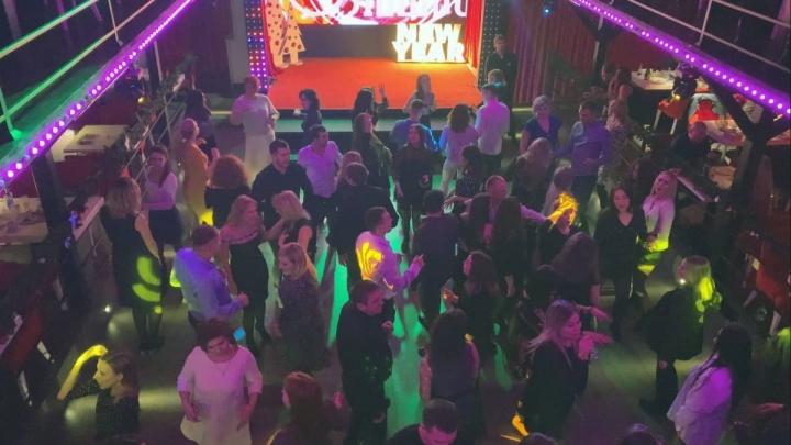 В Стерлитамаке активисты накрыли ночной клуб: после двух ночи там веселились 100 человек без масок