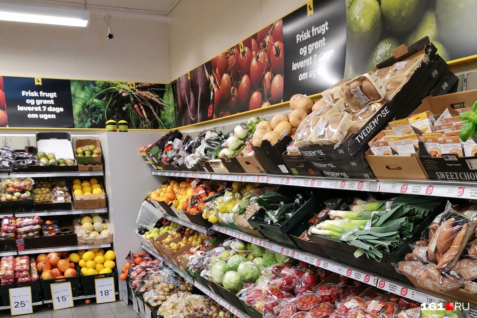 Недостатка в продуктах датчане не испытывают: в магазинах полки забиты едой