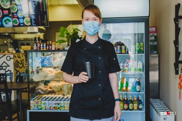 Теперь все продавцы обязаны носить маски