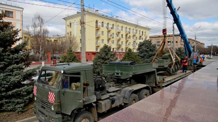 В Волгограде с территории музея-панорамы увозят танки и легендарную «Катюшу»