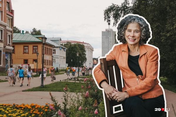 Дарра Голдстейн преподает русскую литературу. Она стала учредителем журнала о кулинарии, пишет книги и читает лекции