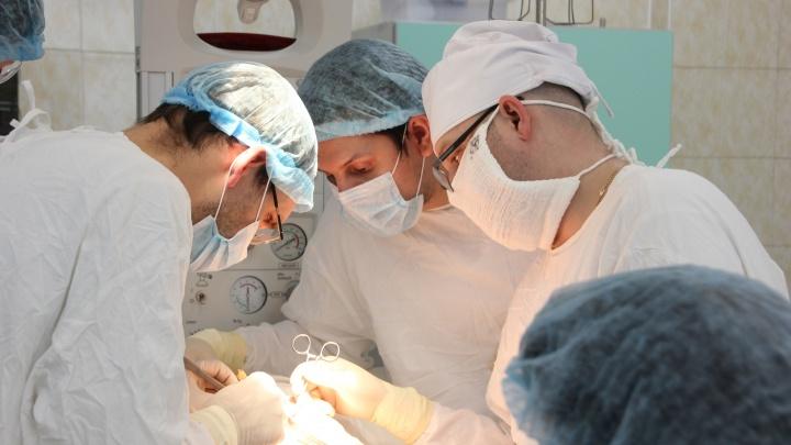 Челябинские хирурги спасли новорождённого с редкой патологией и весом меньше трёх килограммов