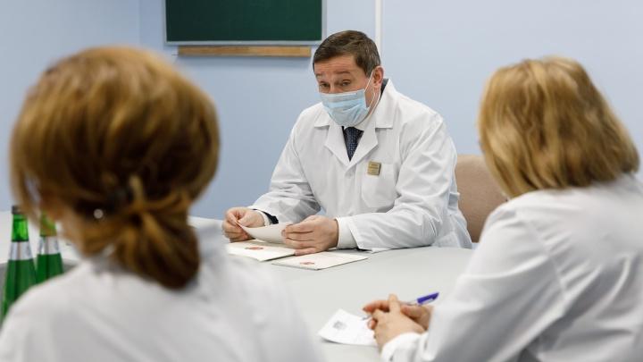 Срочно развернуть дополнительные койки для больных коронавирусом распорядился Андрей Бочаров